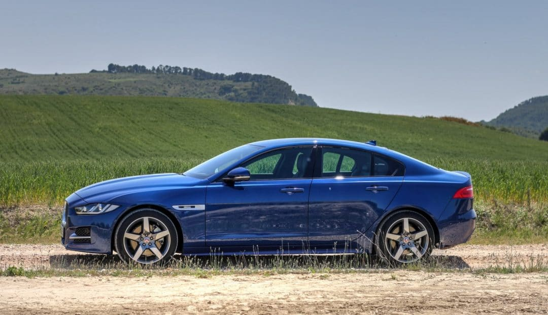 Jaguar XE profil - Concession Jaguar Land Rover Automotion Lyon