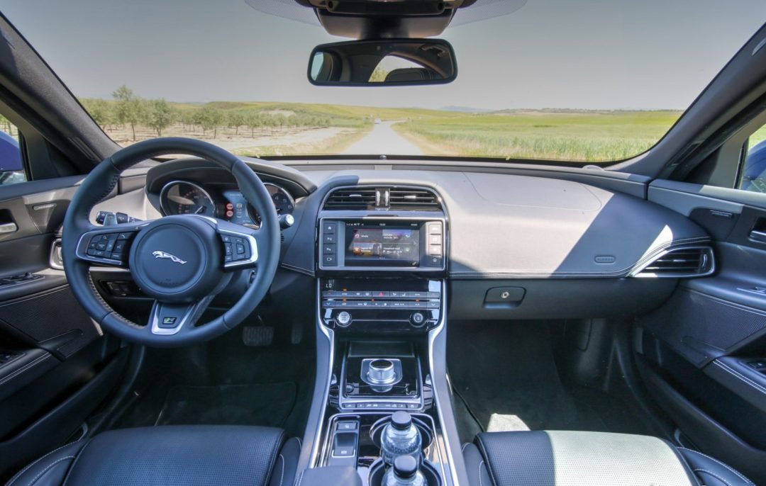 Jaguar XE interieur - Concession Jaguar Land Rover Automotion Lyon