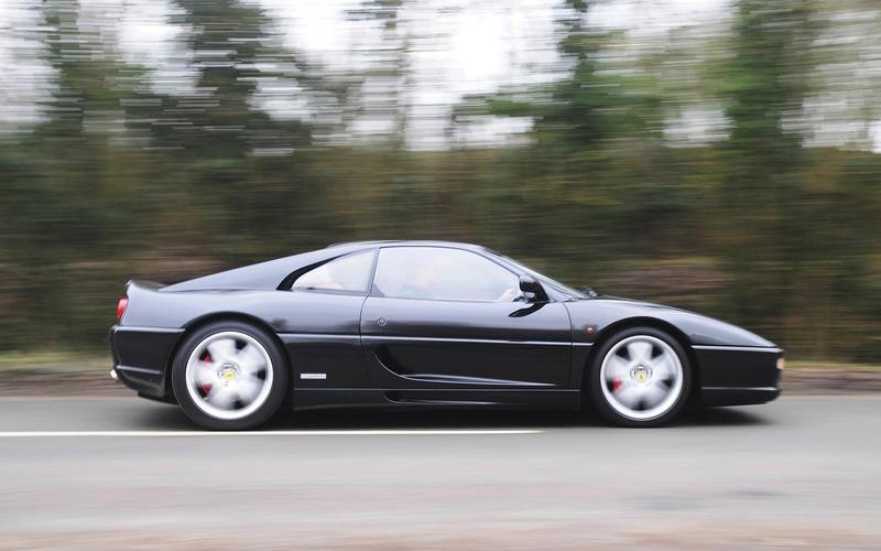 Ferrari F355 (1994) - Moteur central arrière