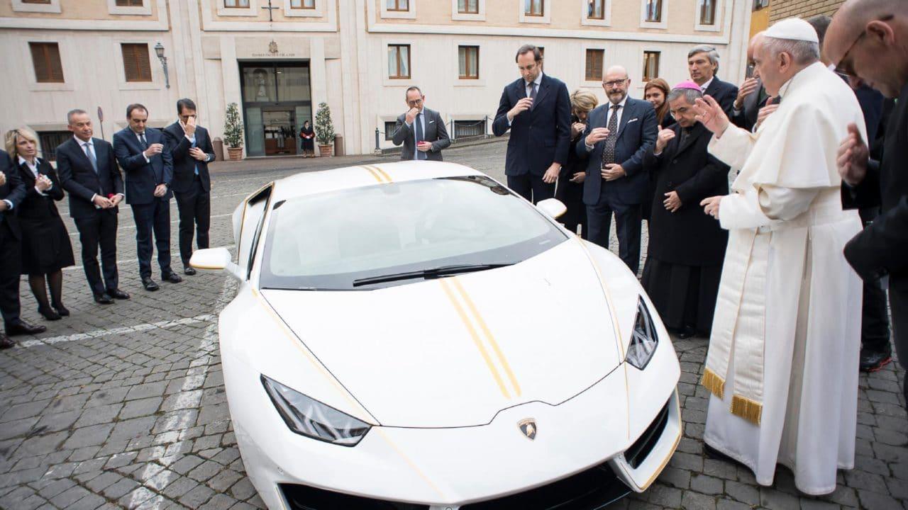 Pape François, nouveau caïd du Vatican avec sa Lamborghini Huracan !