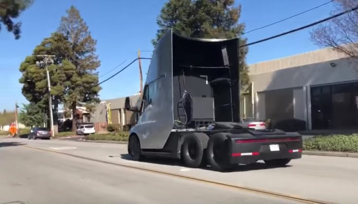 Tesla Semi Truck : video de son acceleration