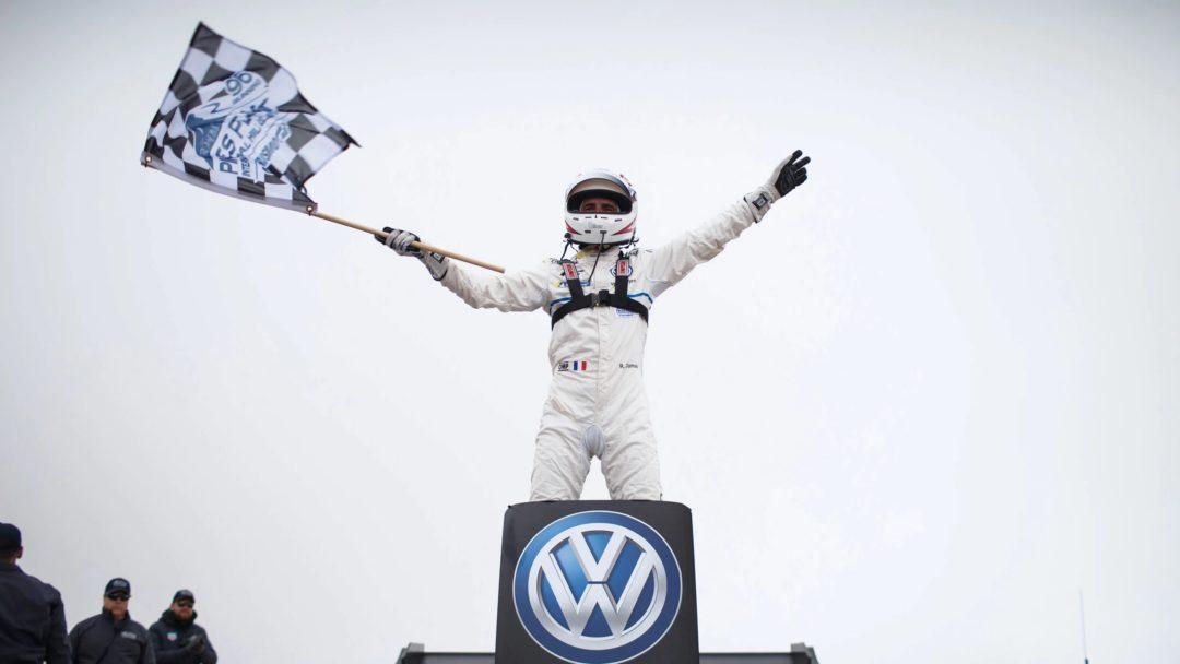 Vainqueur Romain Dumas avec sa Volkswagen ID-R