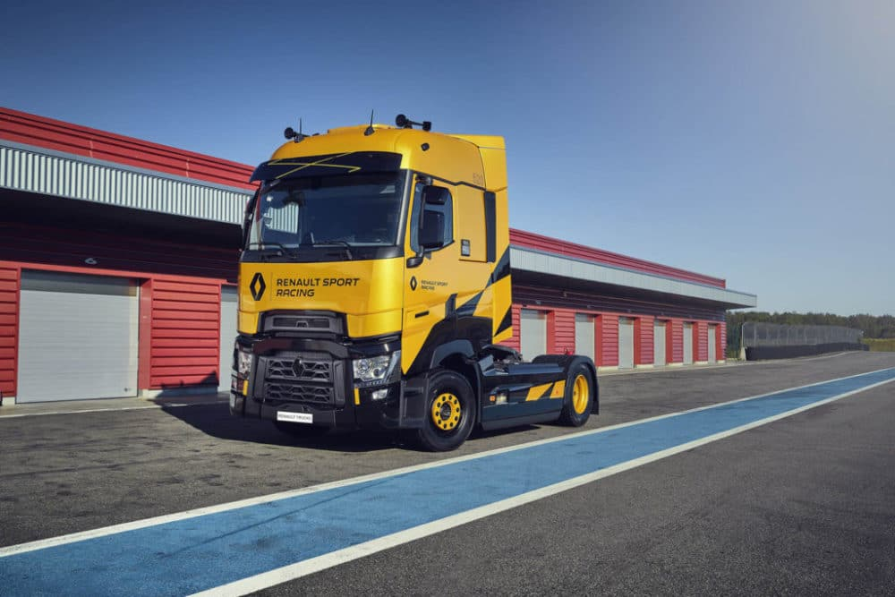 Renault Trucks T High RS Racing dans les stands