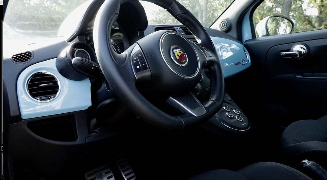 Interieur et volant Fiat Abarth 500