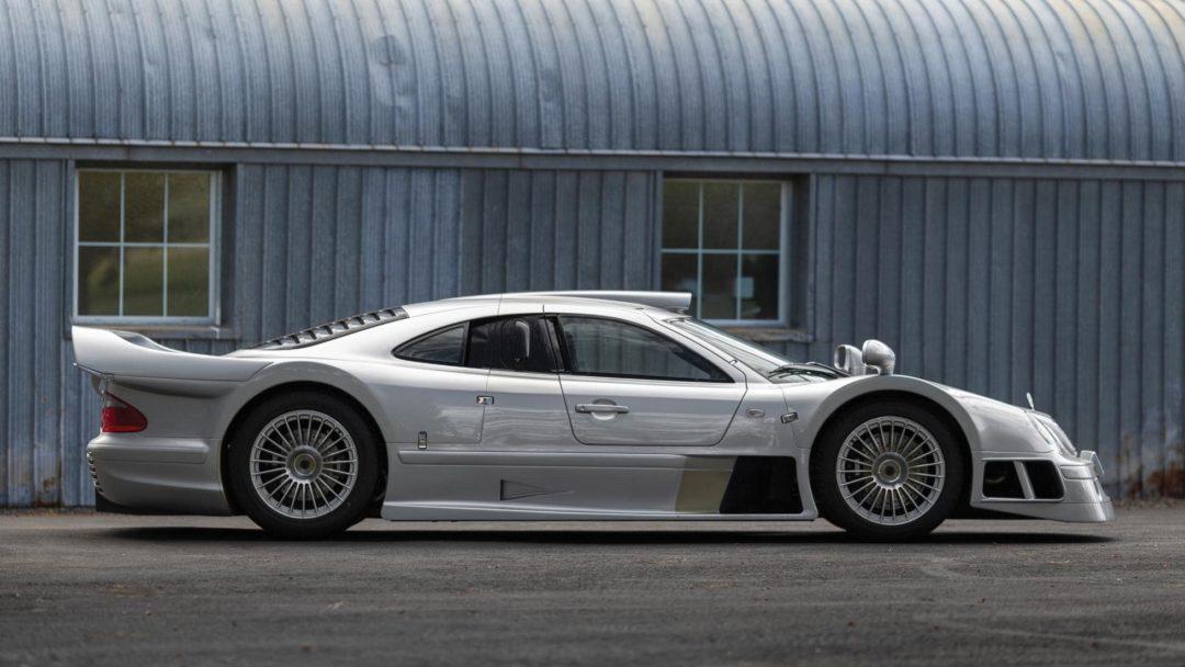 Mercedes CLK GTR de profil
