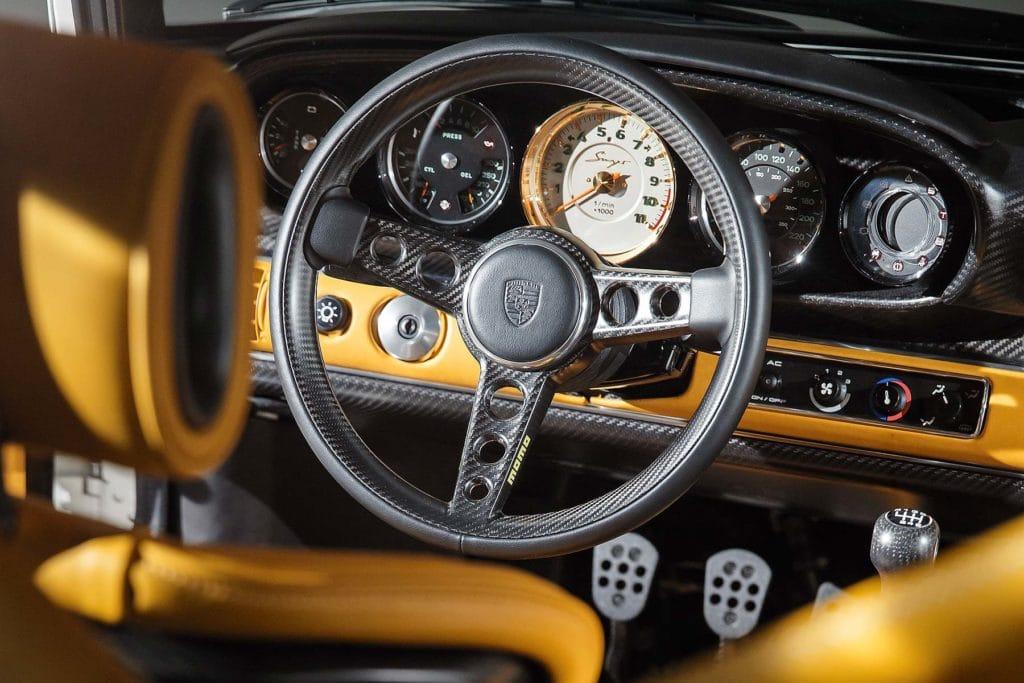 Volant fibre carbone Porsche 911 Singer 2018