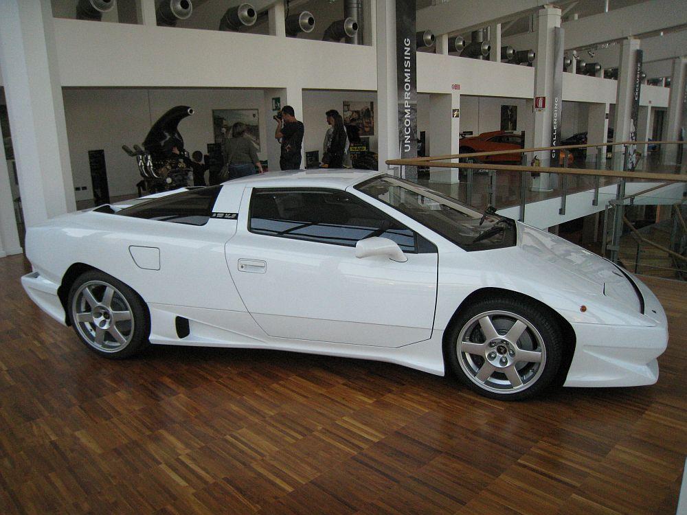 Voitures abandonnées - Lamborghini P140
