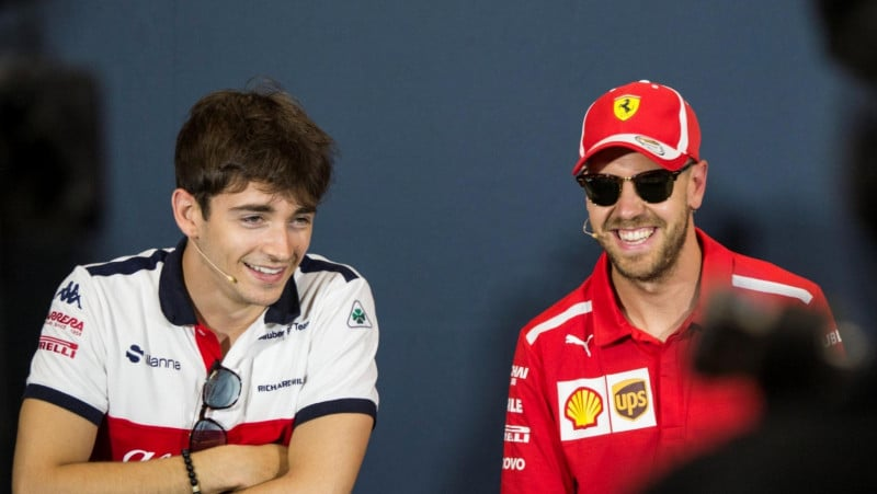 Charles Leclerc à gauche, Sebastian Vettel à droite