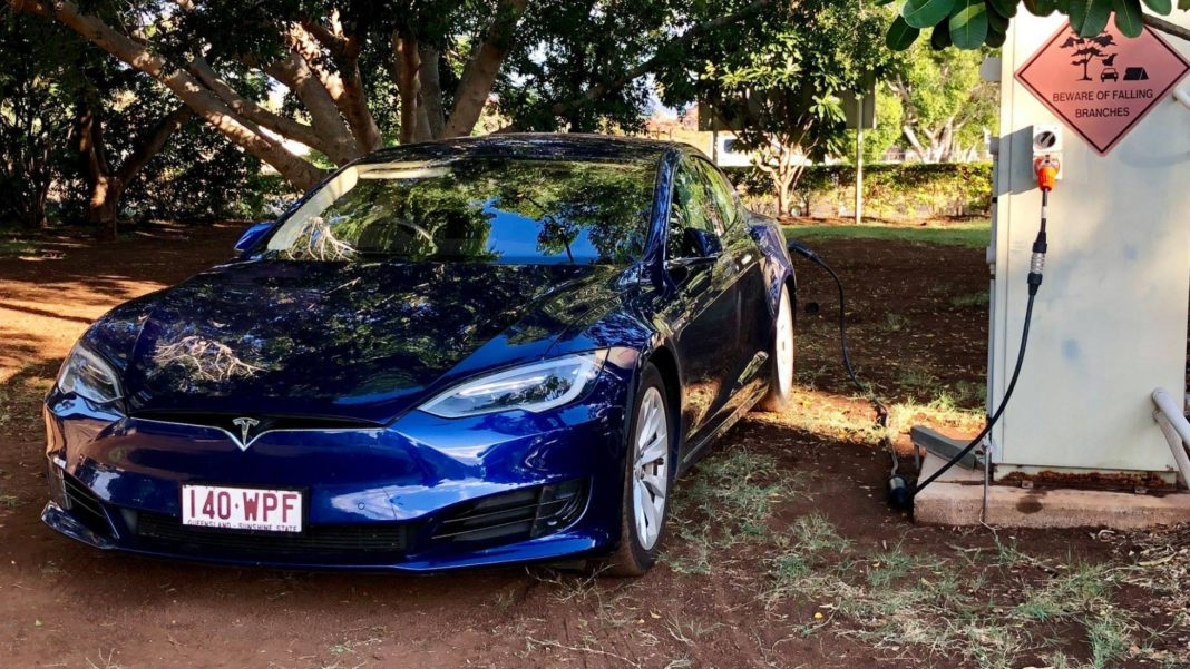 Tour de l'Australie en Tesla par Sylvia