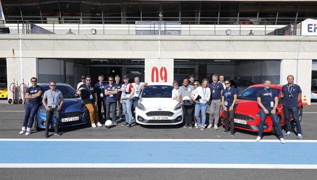 Photo de groupe Ford France, Essai Fiesta ST