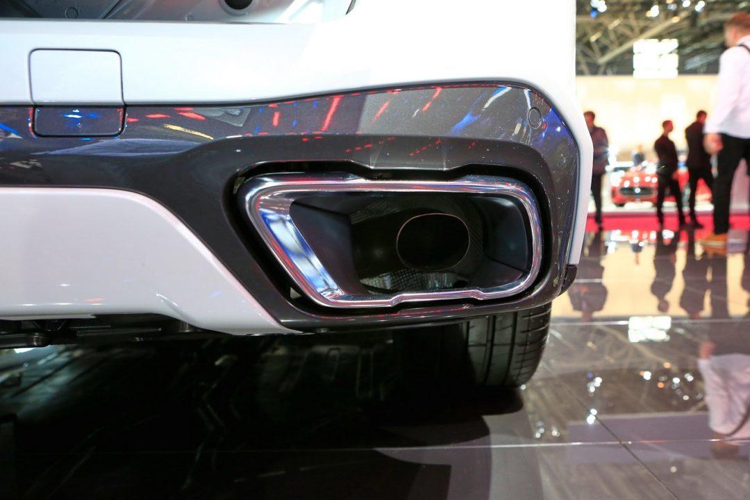 BMW X5 fausses sorties d'échappements Mondial de l'Auto Paris