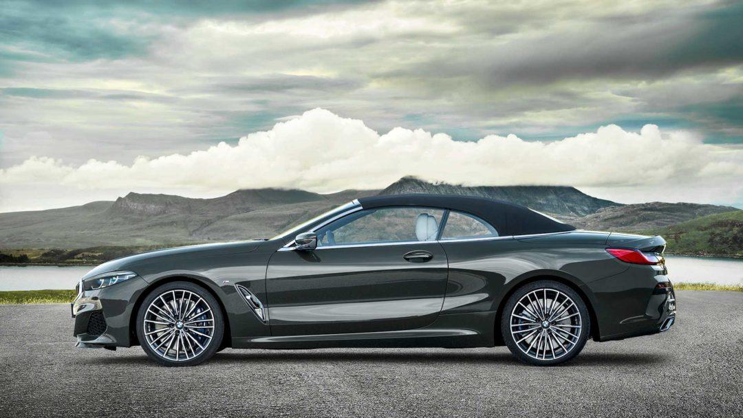 BMW Série 8 cabriolet avec le toit