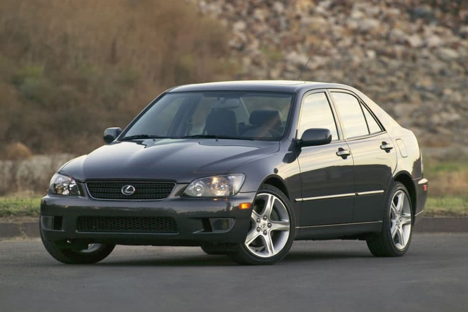 Voiture lente : Lexus IS300