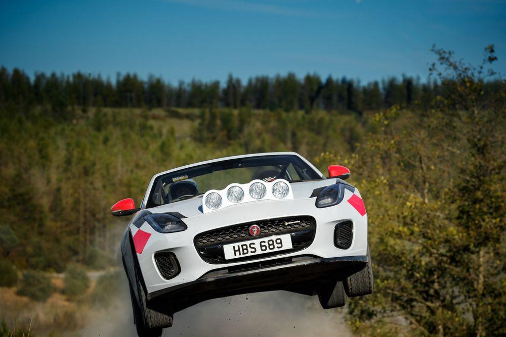 Jaguar F-Type rallye jump