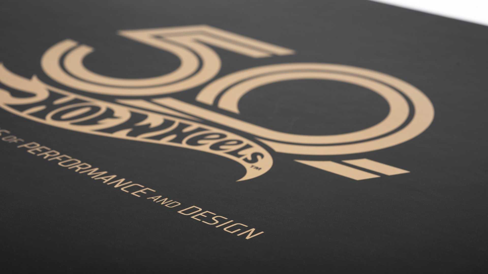 Boite volant MOMO 50 ans Hot Wheels