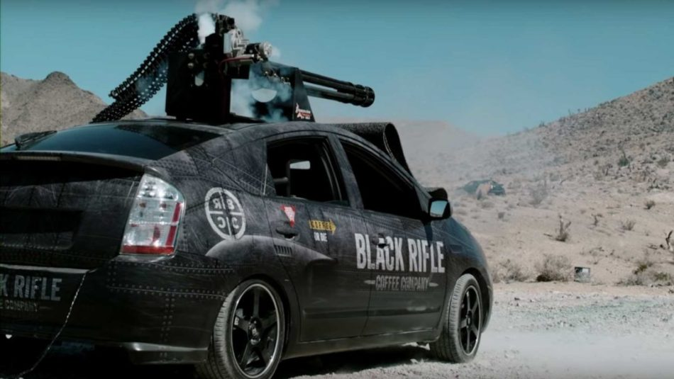 Toyota Prius avec un canon M61 Vulcan,