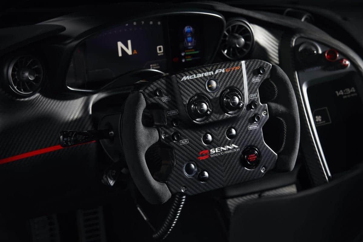 """Intérieur volant de la McLaren P1 GTR """"Senna"""""""