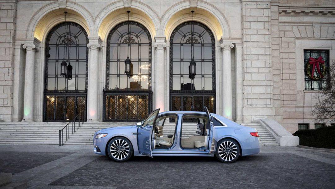 Lincoln Continental avec portes suicides