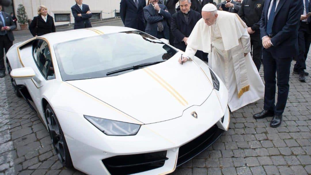 La Lamborghini Huracan du Pape François