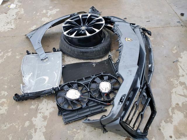 Lamborghini Urus accidenté