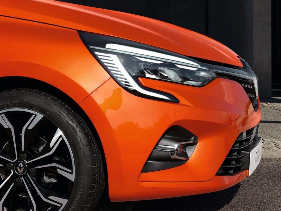 avant Renault Clio 5 (2019) orange