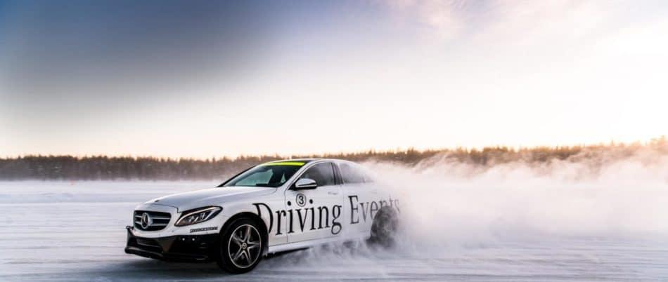 Glisse Mercedes neige