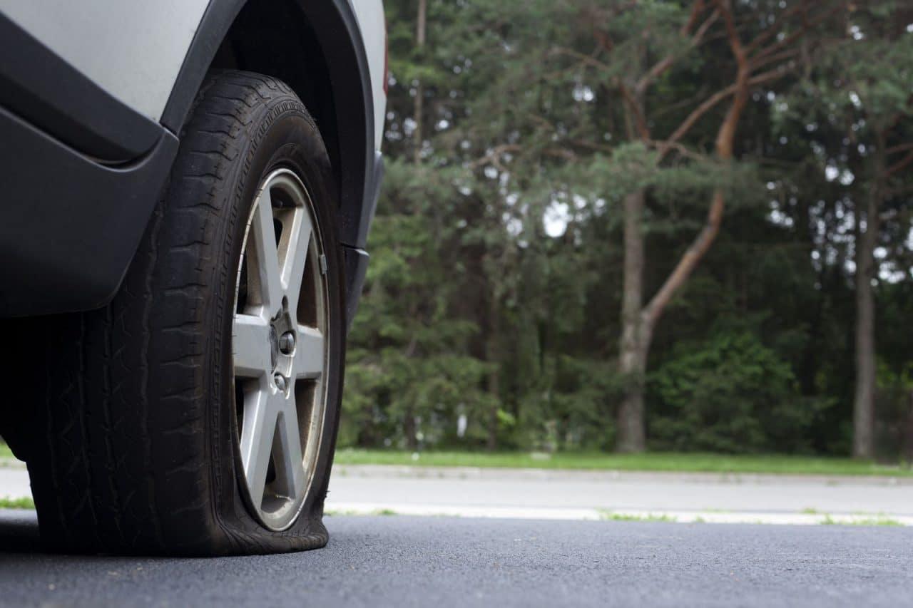 pourquoi est il dangereux de rouler avec un pneu plat. Black Bedroom Furniture Sets. Home Design Ideas