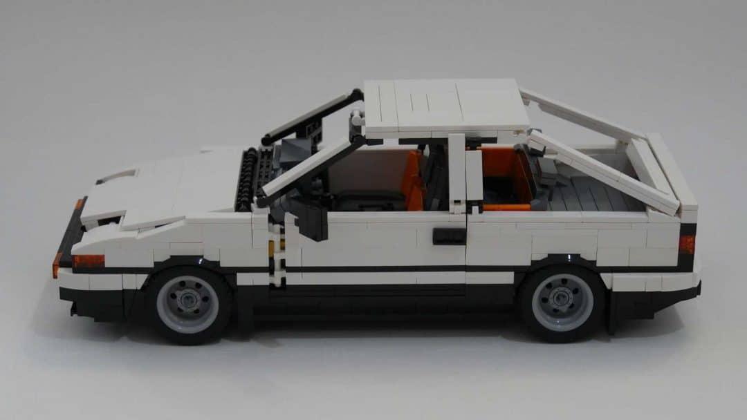 Toyota AE86 Trueno Lego de profil