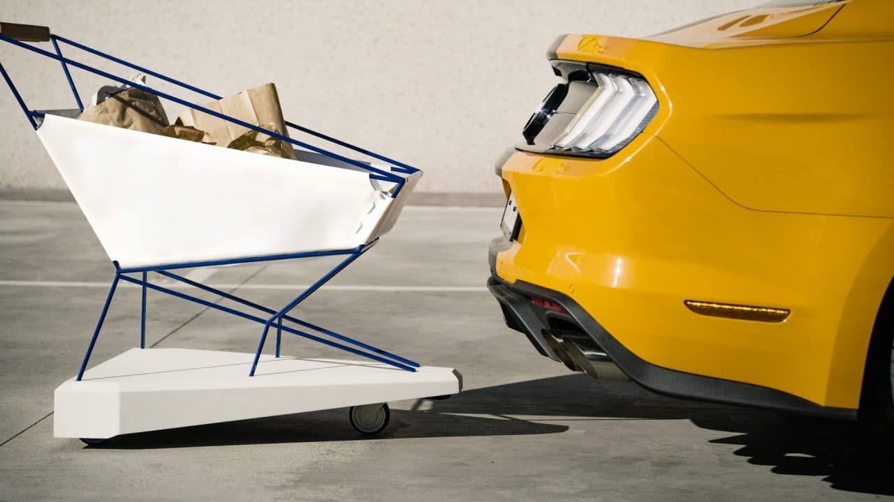 Caddie Ford doté de l'assistance de pré-collision avec détection des piétons