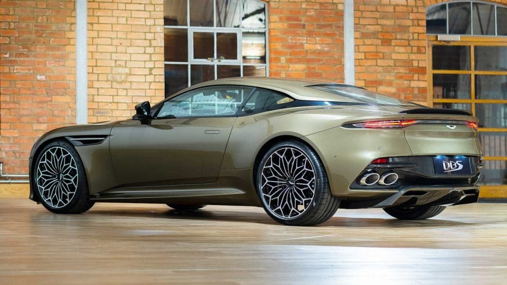 Aston Martin DBS Superleggera James Bond