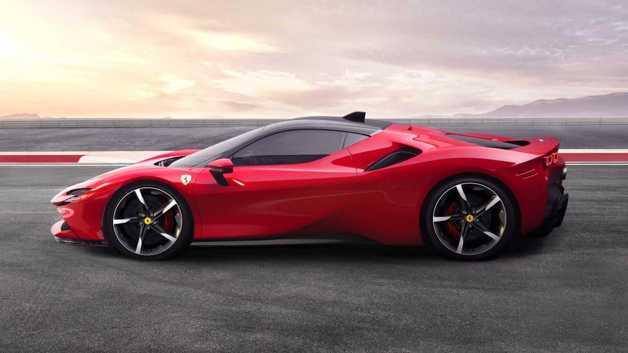 Ferrari SF90 Stradale de profil
