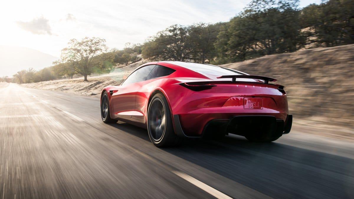 Tesla Roadster : réacteurs de fusée situés derrière la plaque d'immatriculation