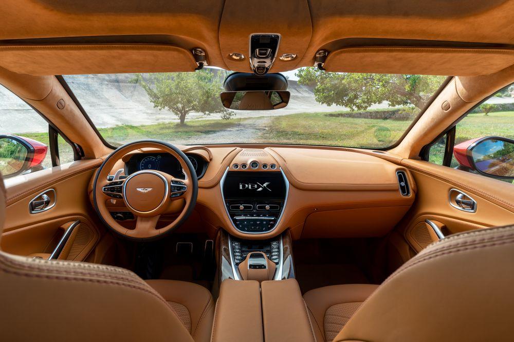 Intérieur de l'Aston Martin DBX (2020)