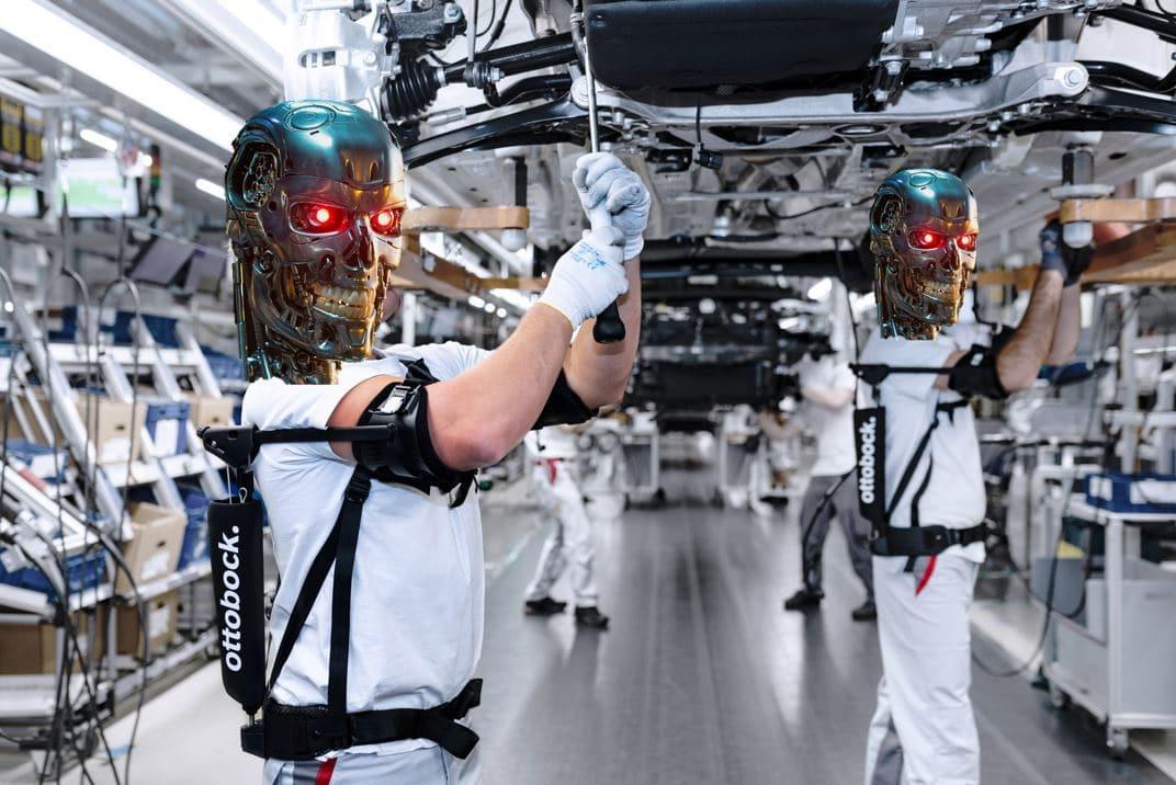Audi teste deux exosquelettes à l'usine d'Ingolstadt en Allemagne