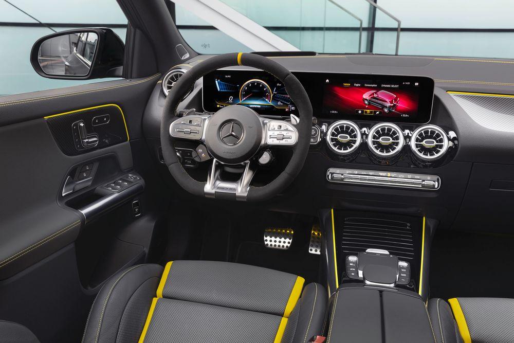 Intérieur du nouveau Mercedes GLA 45 AMG et 45 AMG S