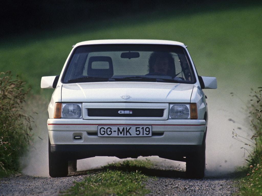 Opel Corsa GSI (A) blanche