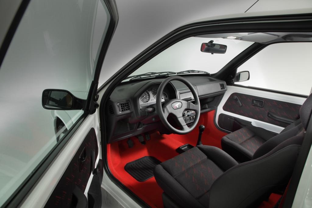 Intérieur de la Peugeot 106 Rallye