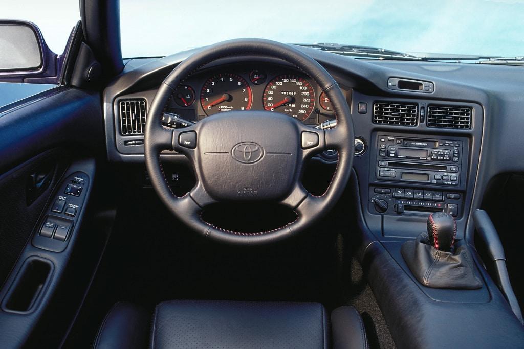 Intérieur de la Toyota MR2 (GT-i16)