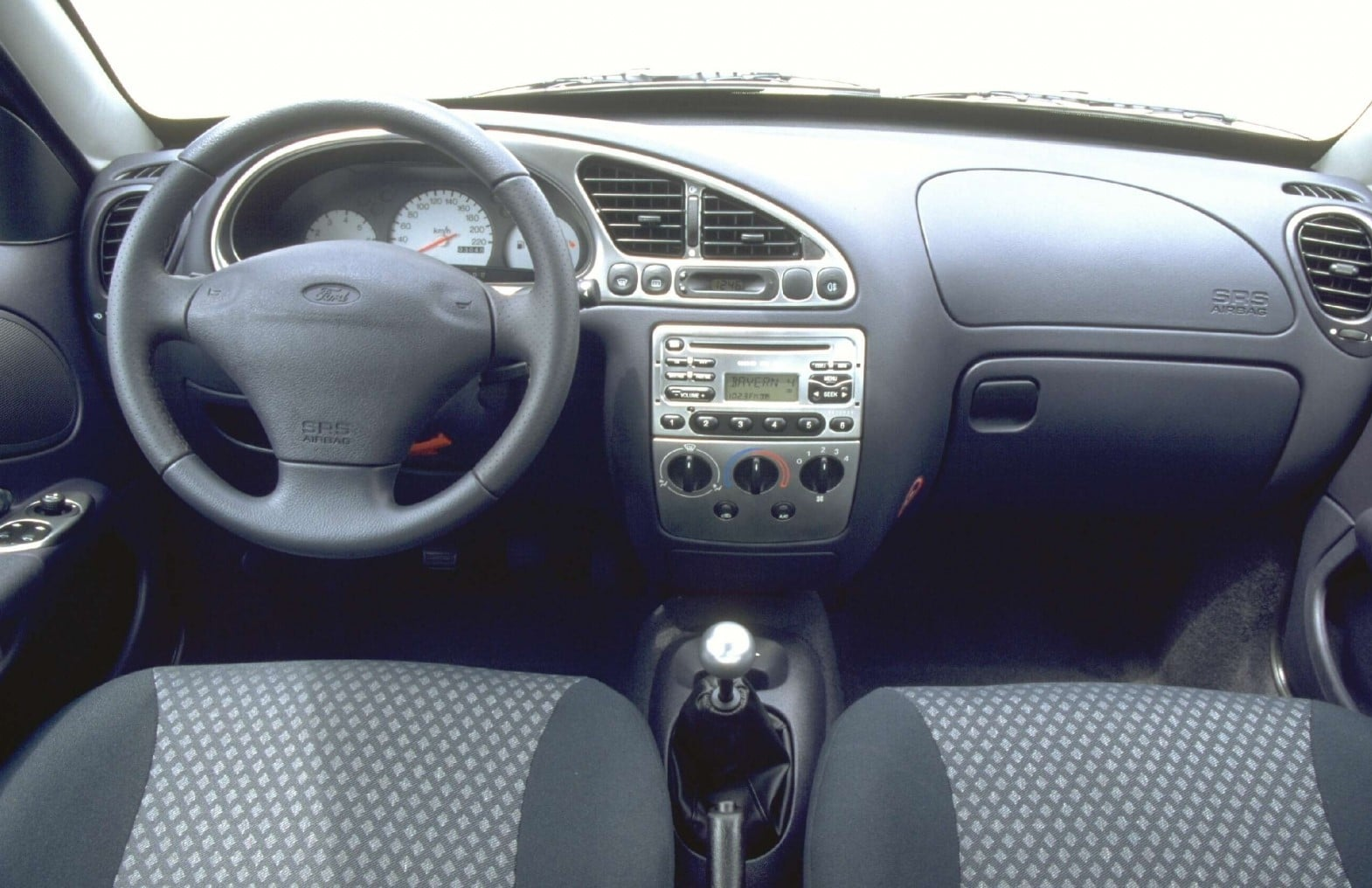 Intérieur de la Ford Puma 1.7 Zetec