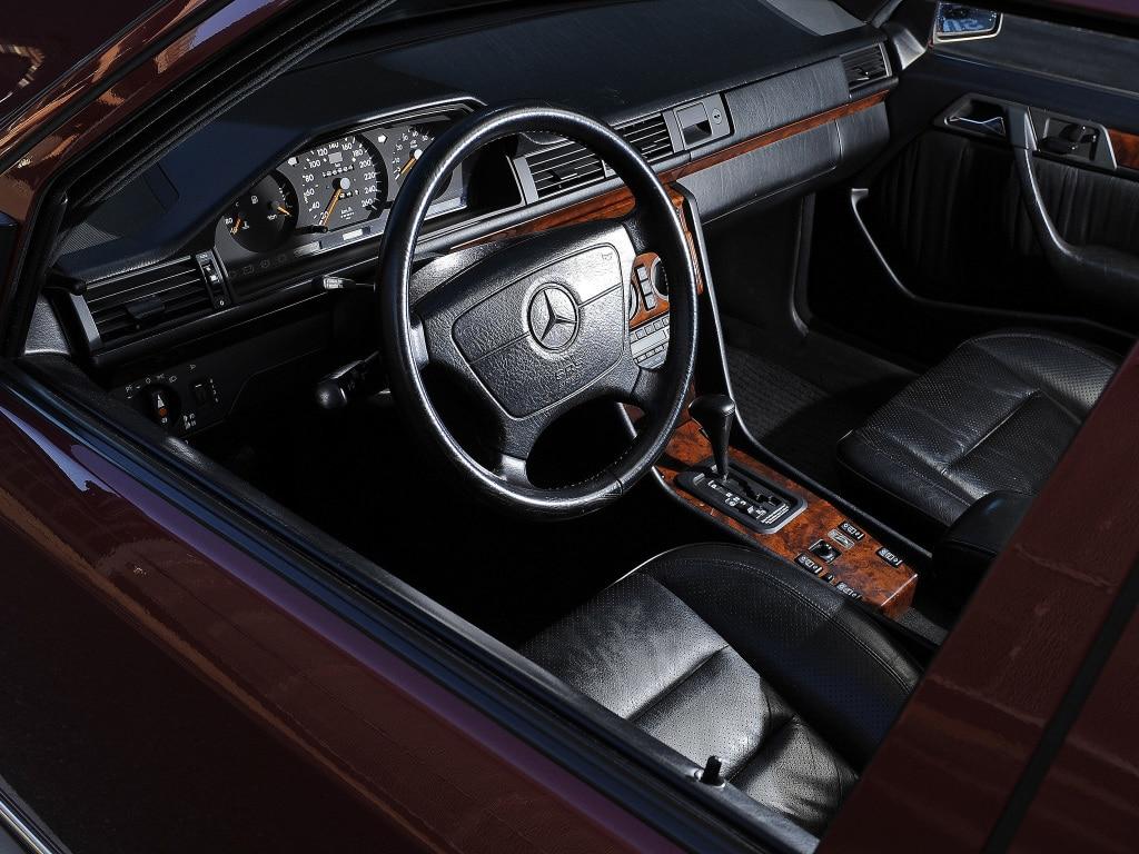 Intérieur de la Mercedes 500 E W124