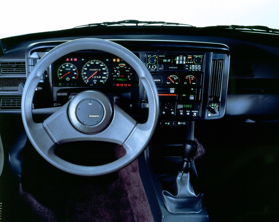 Tableau de bord intérieur de la 480 Turbo