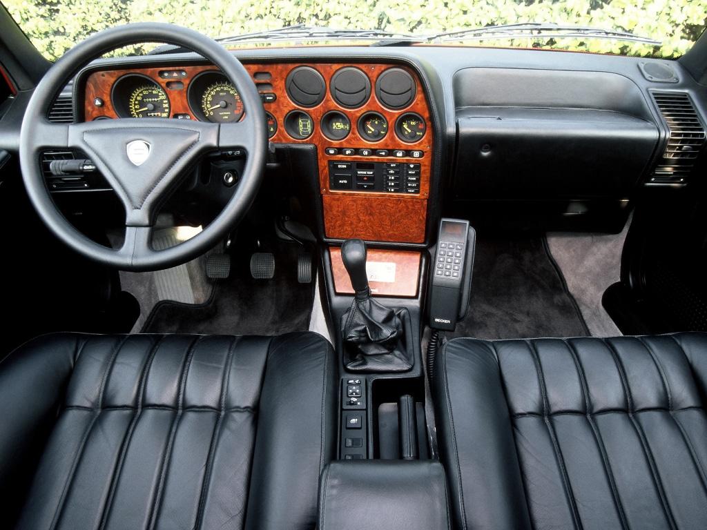 Intérieur de la Lancia Thema 8.32