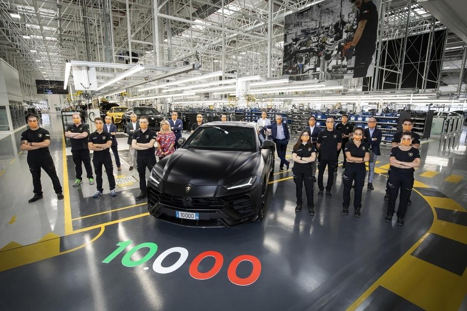 Lamborghini Urus 10000 exemplaires