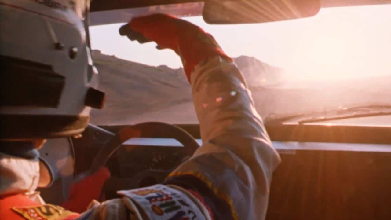 Ari Vatanen se protégeant du soleil à Pikes Peak à bord de sa Peugeot 405 T16
